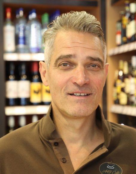 Krumme Lanke – Die Tankstelle als neues Nahversorgungszentrum: Wein und Zigarren!