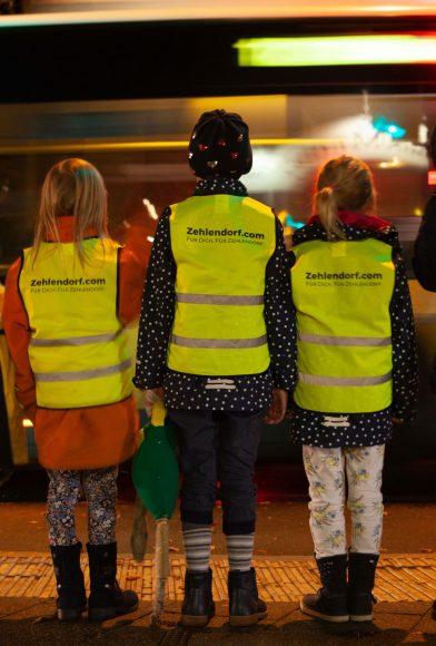 Nach Streit um Warnwesten für Berliner Schulanfänger – Zehlendorfer Erstklässler erhalten kostenlose Warnwesten von lokalen Unternehmen