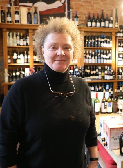 S-Bahnhof Mexikoplatz: Die Weinexpertin