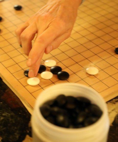 """Wir spielen Go! Jeden Dienstag trifft sich die Spielgruppe """"Slaughterlake"""" am Schlachtensee"""