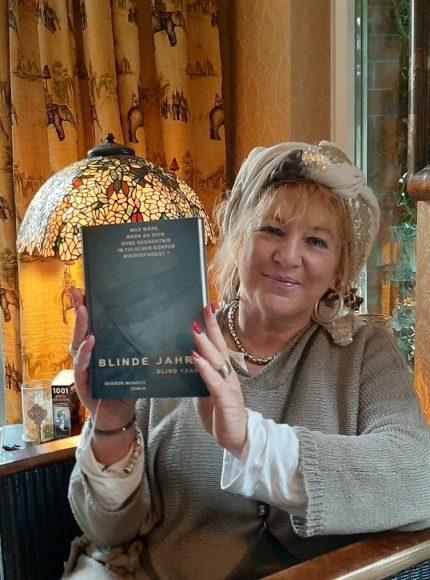 Blinde Jahre: Zehlendorfer Autorin Sharon Wunsch lädt zu Lesungen ein!