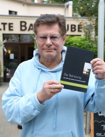"""Gerhard Haunert aus Zehlendorf stellt Roman vor: """"Die Befreiung""""!"""