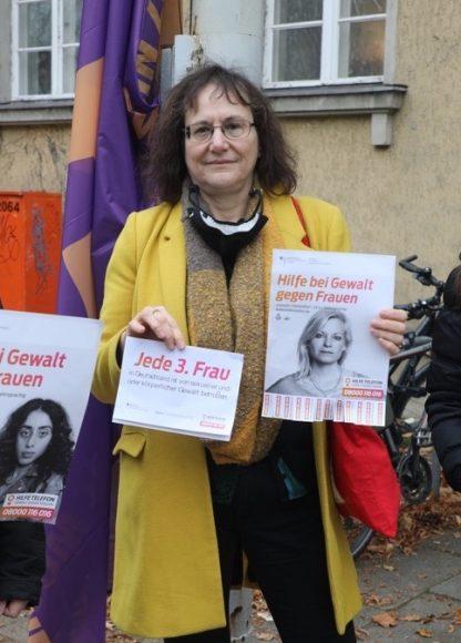 Zeichen setzen: Steglitz-Zehlendorf zeigte Flagge gegen Gewalt an Frauen!