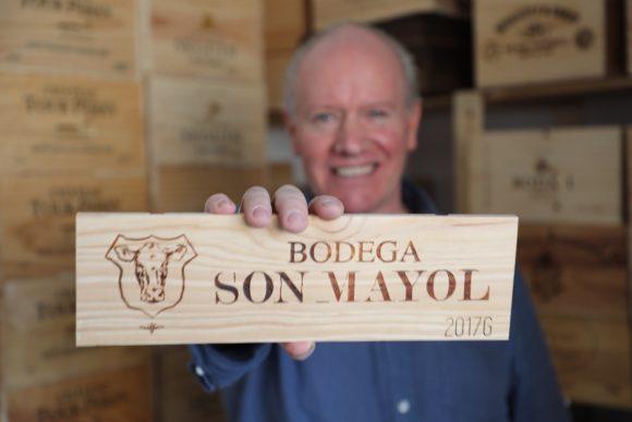 Zweites Leben in Kleinmachnow: Alan Martin gibt edlen Weinkisten einen neuen Sinn!