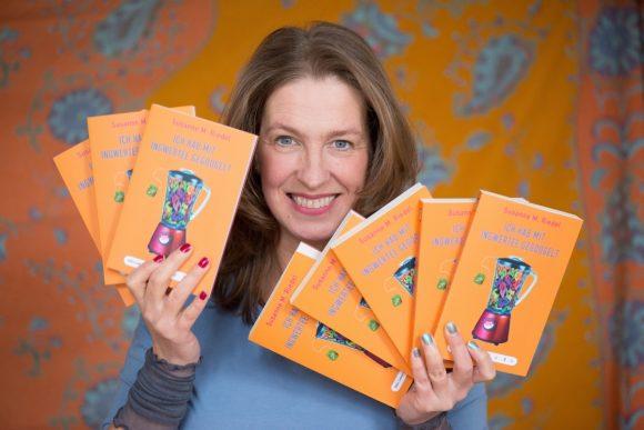 Schmunzelstakkato: Susanne M. Riedel sammelt ihre Lesebühnen-Texte!