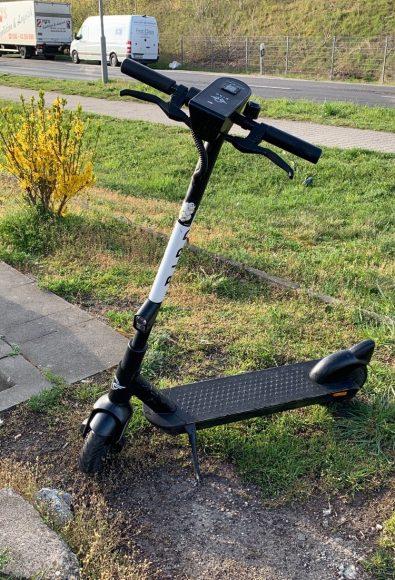 E-Scooter fahren: Viele E-Scooter parken direkt vor der Stadtgrenze!